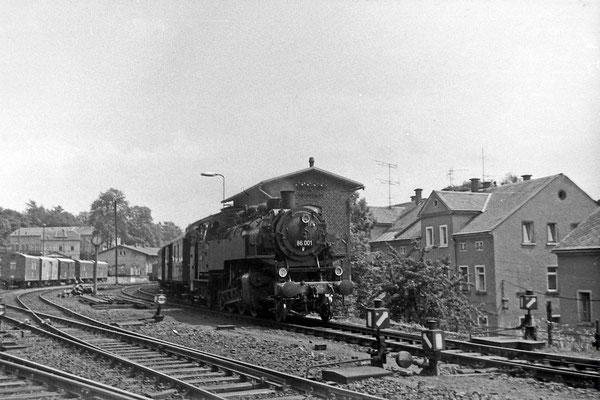 86 001 hat Ausfahrt in Sebnitz nach Bad Schandau.