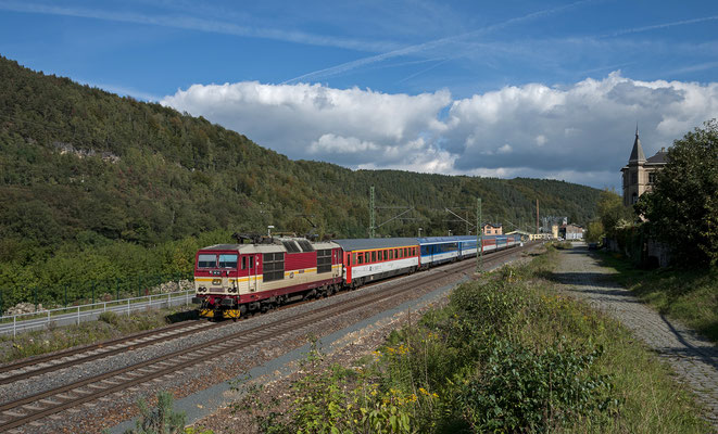 """371 005 """"Pepin"""" auf dem Weg von Tschechien nach Dresden bei Königstein. 28.09.2013"""