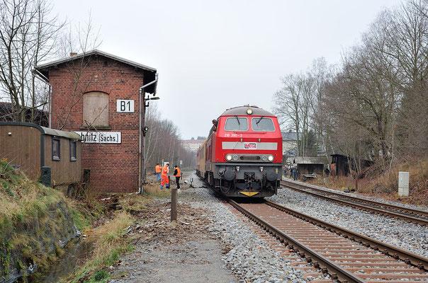218 390-3 am Stellwerk B1, Ausfahrt Richtung Neustadt. 11.12.2013