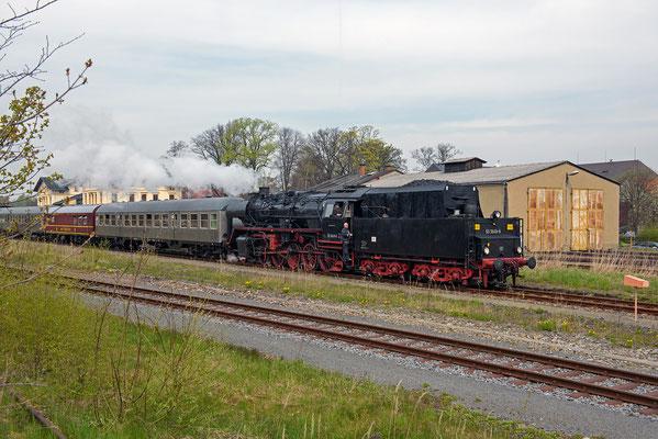 Angekommen in Neustadt / Sachsen. Umsetzen des Zuges auf Gleis 6 zum Wasserfassen. 01.05.16
