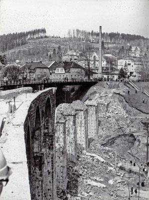 Nur die Stützpfeiler sind noch übrig, Februar 1986, Foto: Archiv Sven Kasperzek.