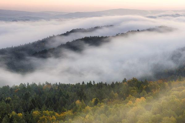 Herbstnebel, aufgenommen vom Gohrisch. ISO 50, 70mm, f/16.0, 2 Sek.