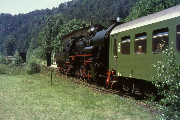 Einfahrt für 52 8200 in den Bahnhof Goßdorf-Kohlmühle, Foto: Andreas Matschke