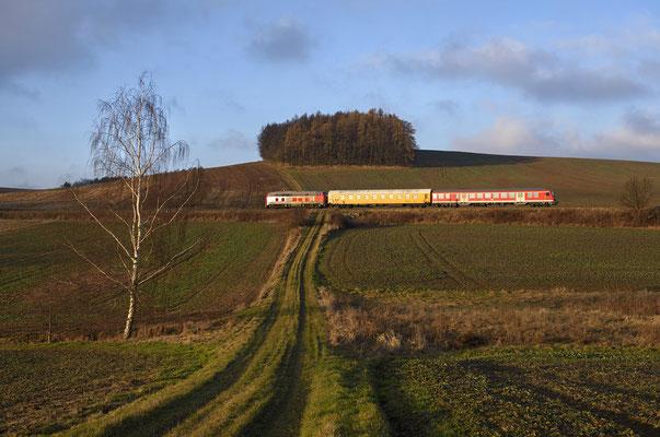 Auf der Rückfahrt nach Pirna brach bei Langenwolmsdorf die untergehende Sonne genau im richtigen Moment für wenige Sekunden durch die zähe Wolkendecke... 20.12.16