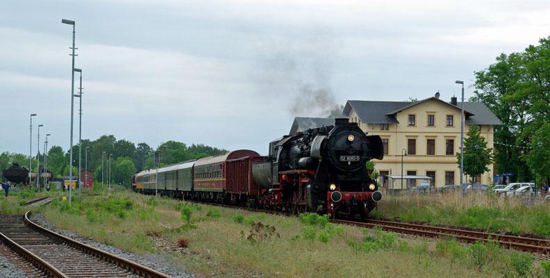 """Der komplette """"Wanderzirkus"""" der OSEF hat Neustadt erreicht ( Sonderfahrten zum Fest 675 Jahre Neustadt in Sachsen, Mai 2008 )"""