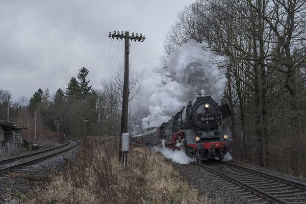 """50 3610 und P8 """"2455 Posen"""" unterwegs von Dresden nach Liberec in typischer """"Winterlandschaft"""" in Zeiten des Klimawandels. Hier in der Steigung kurz vor Neukirch / Lausitz (West). 14.12.2019"""