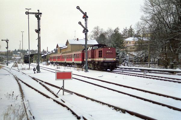 202 751 mit RB 17826 von Bad Schandau nach Bautzen am 03.02.2001. Ausfahrt Sebnitz, Foto: Kay Baldauf