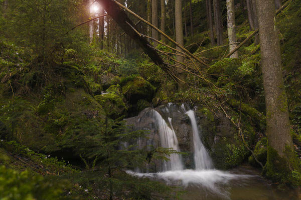 Kleiner Wasserfall im Kohlichtgraben nahe Goßdorf-Kohlmühle. ISO 100, 16mm, f/14.0, 0,5 Sek.