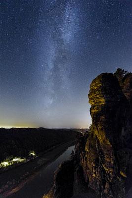 Sternenfotografie auf der Bastei. Blick Elbabwärts. ISO 6400, 15mm, f/2.8, 8 Sek.