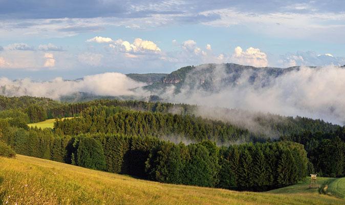 Nach einem Sommergewitter. Blick vom Schaarwändeweg in die hintere Sächsische Schweiz. ISO 100, 70mm, f/7.1, 1/320sek.