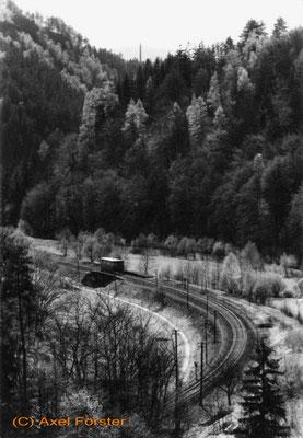 VT 135 von Kohlmühle kommend unterwegs in Ri. Ulbersdorf, 1965. Rechts neben dem Gleis ist noch deutlich der Verlauf der K-H Linie zu erkennen! Foto: Archiv Axel Förster
