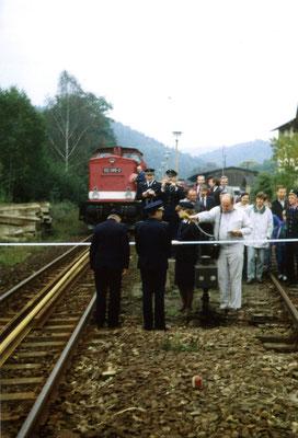 Eröffnung der neuen Carolabrücke am 30.09.1990 - der erste Zug, Bf Rathmannsdorf. Text & Foto: Archiv Axel Förster