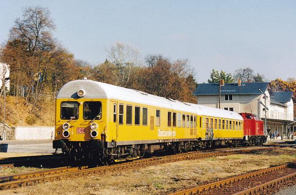 Messzug mit V100 in Sebnitz. Interessant der 6-achsige Mess - & Steuerwagen.