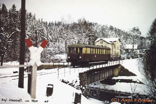 VT 137 bei der Einfahrt nach Ulbersdorf, 1960. Text & Foto: Archiv Axel Förster, digitale Aufbereitung: J. Vogel