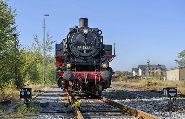 86 1333 in Neustadt, zu ihrer aktiven Zeit gehörte diese Strecke übrigens zu ihrem Einsatzgebiet. Bis zu ihrer Abstellung war sie noch als Heizlok im BW Pirna eingesetzt. 13.10.18