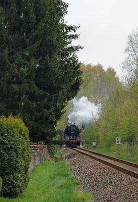 Nach rund 4h Aufenthalt ging es am Nachmittag über Pirna zurück ins Elbtal. Hier der Zug kurz nach der Ausfahrt aus dem Bahnhof Neustadt / Sachsen. Foto: Anja Vogel, 01.05.16
