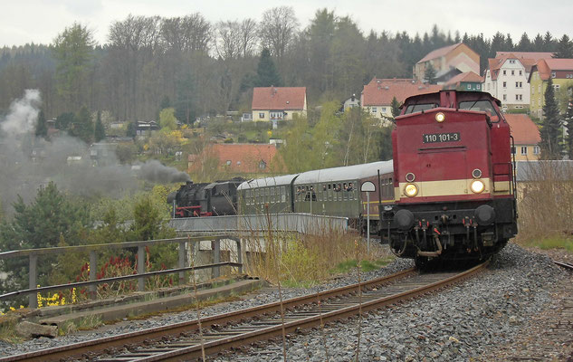 Am Sebnitzer Stadtviadukt, Einfahrt in den Bahnhof Sebnitz. 15.04.2017. Foto: A. Schleusener / Archiv Robert Schleusener.