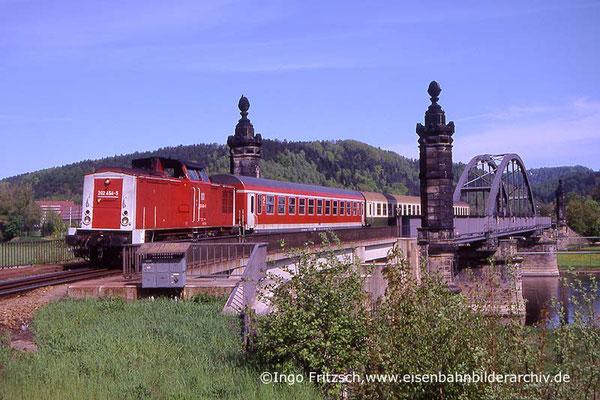 202 454 auf der Carolabrücke in Bad Schandau. 05.05.1999 Foto: Ingo Fritzsch