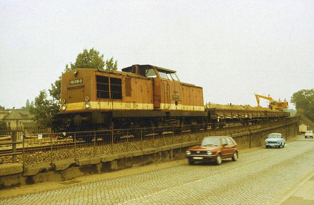 Arbeitszug: 110 018-9 am Haltepunkt Pirna-Copitz aufgenommen am 16. Sept 1988. Foto: Archiv Uwe Schmidt