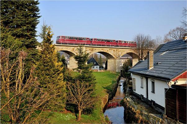 Am Nachmittag erfolgte die Rückfahrt nach Chemnitz. In Sohland a.d. Spree fügte sich der 3-Teiler passgenau aufs Brückenmotiv. 29.03.14