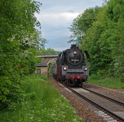 Noch ein Bild des Zuges mit 35 1097 gelang in Neusalza-Spremberg, 23.05.15