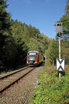 """"""" Einfahrt frei """" für die Regionalbahn Bad Schandau-Neustadt kurz vor dem Bahnhof Ulbersdorf, vorher wird noch Tunnel 3 durchfahren, 27.09.09"""