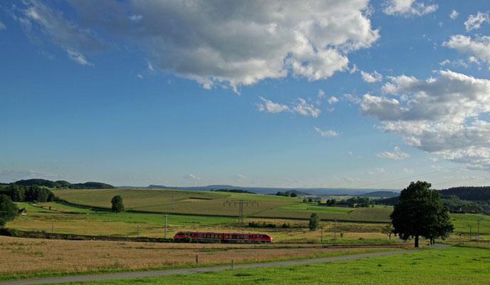 """Dieser herrliche Blick auf die Sebnitztalbahn bietet sich von der Aussicht """" Elsaß Ruh """" bei Krumhermsdorf, Juli 2009"""