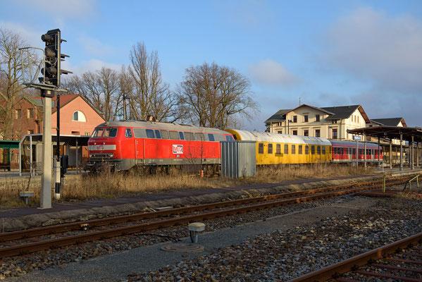 Messzug mit 218 467-9 der MEG Pirna-Neustadt und zurück am 20.12.16. Hier bei seinem Aufenthalt in Neustadt (Sachs.)