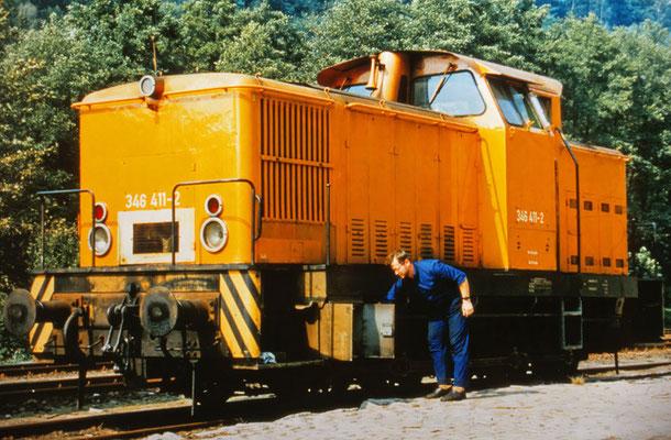 Wer gut schmärt, der gut fährt. Axel Förster beim Abölen der Stangenlager während einer Betriebspause in Rathmannsdorf, Mai 1992. Foto: Archiv Axel Förster