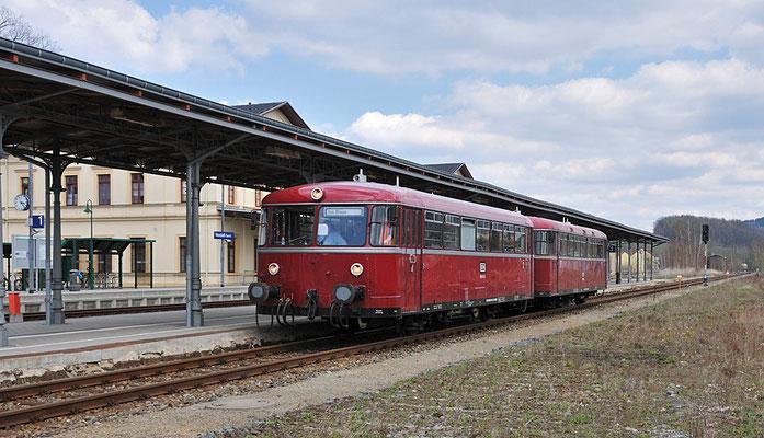 Der Uerdinger Schienenbus im Bahnhof Neustadt / Sachsen. 17.04.12