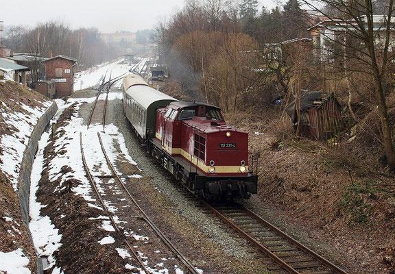 Ausfahrt in Sebnitz Richtung Neustadt / Sachsen. Links das alte Gleis Richtung Dolni Poustevna, hier starten im Frühjahr die Bauarbeiten zur Streckenreaktivierung. Foto: Jürgen Vogel