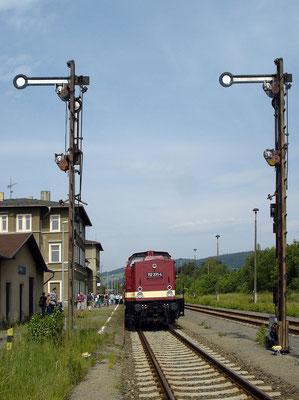 Sonderzugveranstaltung der Ostsächsischen Eisenbahnfreunde e.V. am 26. und 27.5. 2007 auf der Strecke Bautzen - Wilthen mit 52 8080-5 und 112 331-4.Im Bahnhof Wilthen. Foto: Thomas Lange, 27.5.2007