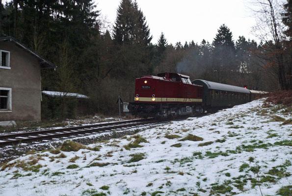 Der Winter hatte schon seine ersten Vorboten geschickt, hier der Zug mit 112 331-4 kurz nach Ulbersdorf, 06.12.2007