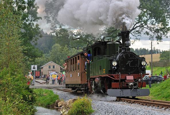 Zum Schluss noch eine der schönen Ausfahrten des Zuges. Dem Verein alles gute für die nächsten Ziele ( Streckenbau Richtung Goßdorf-Kohlmühle ) und bis zum nächsten Fest - dann vielleicht schon mit der IK... Lassen wir uns überraschen :-) 28.08.2011