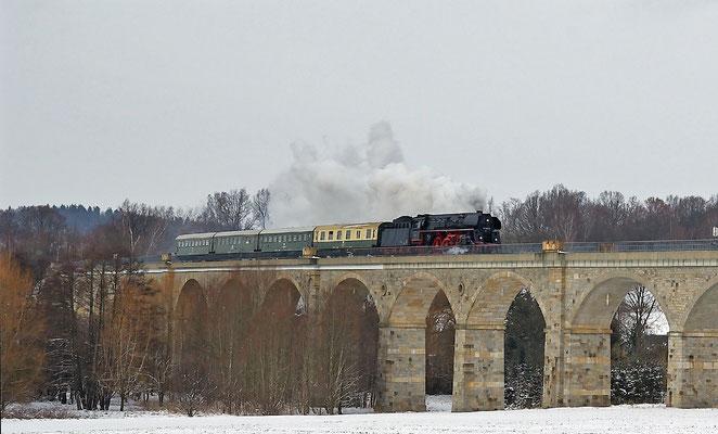 01 533 der Österreichischen Gesellschaft für Eisenbahngeschichte kam im Februar 2009 für knapp eine Woche zu  Schulungszwecken auf die Strecke Dresden-Zittau, hier in Putzkau.