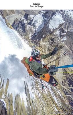 Une autre photo impressionnante d'un vol en parapente en haute montagne