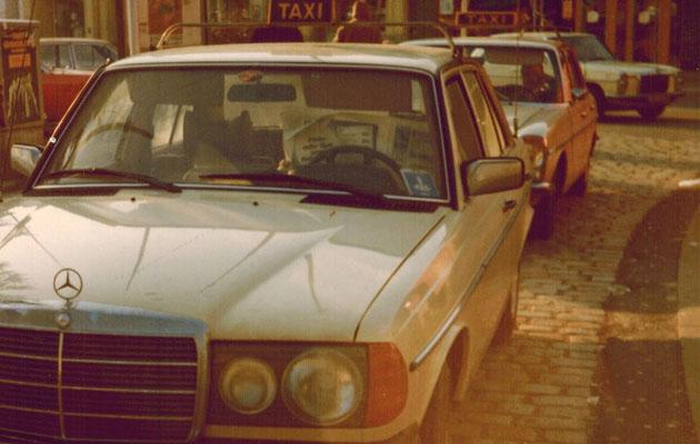 Hartmann-Taxi der 1980er Jahre wartet auf Kundschaft