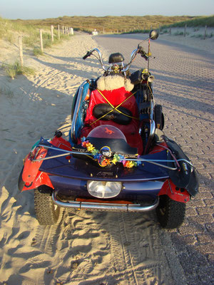 Strange motorbike at the Paal 12 beach © Marlon Paul Bruin 2007