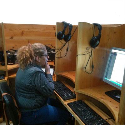 Frutt Café es un proyecto de la señora Guiselle y su familia,  en la clase de tecnología aprendiendo a utilizar las herramientas para su proyecto.