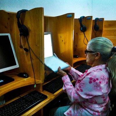 DELICIAS CASERAS, es la empresa de la señora Marlene, a sus 68 años quiere aprender como utilizar la computadora para herramienta para su negocio en la clase de tecnologías.