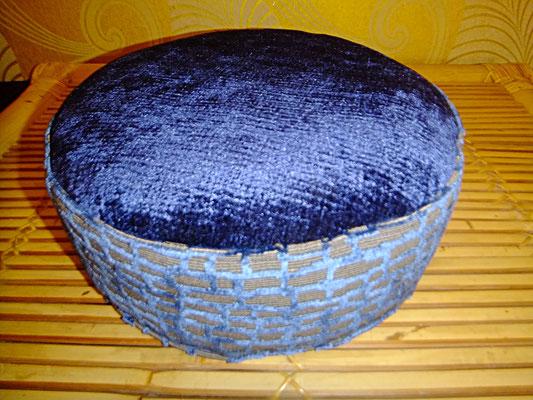 Yogakissen, Meditationskissen, blau, rund, 54 euro, Sitzkissen, Sitzkultur, Kissen zum Küssen