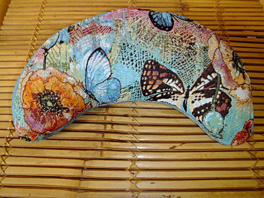Schmetterling Yogakissen Halbmond, 54 euro, Sitzkultur, Kissen zum Küssen