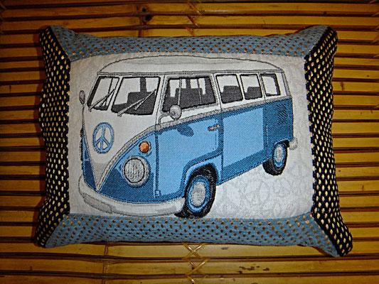 VW Bus Kissen, Polsterstoff, blau,  direkt gefüllt,34 euro, Sitzkultur, Kissen zum Küssen