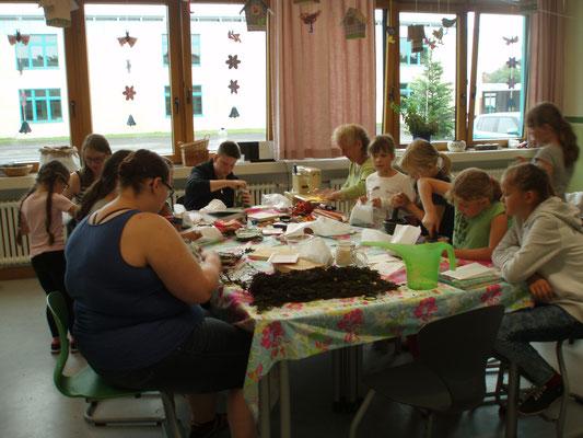 Kräuterworkshop, herstellen von Duftkissen mit Kindern