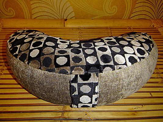 Halbmond Kissen mit Griff, Yogakissen, Meditationskissen, schwarz weiß, 54 Euro