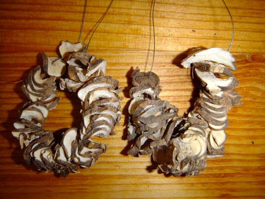 Räucherkette Schwertlilie, Wurzelwerk aus meinem Garten, 12 euro, Räuchern mit Heimischen Wurzeln und Kräutern