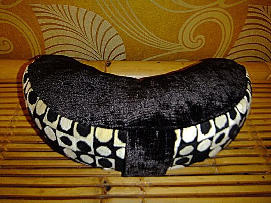 Halbmond Kissen mit Griff, Yogakissen, Meditationskissen, 54 Euro, schwarz weiß