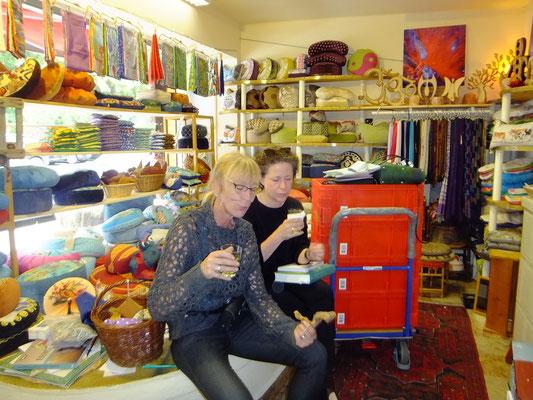 Fairbag Taschen Chefin mit Freundin Anke Trischler im Gudwork