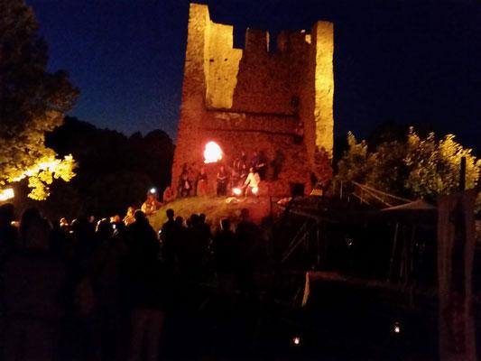 am Abend sorgte Feuershow und Feuerwerk für Kurzweyl