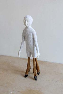 © Nele Waldert: Mann mit Rehbeinen